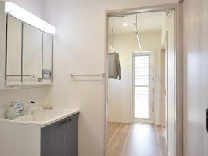 洗面所・ランドリールームが横並びで家事がラクラク
